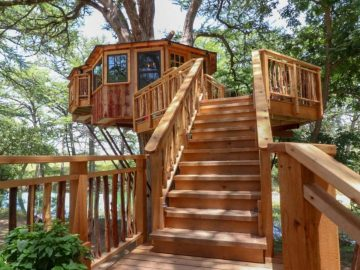 Carousel treehouse