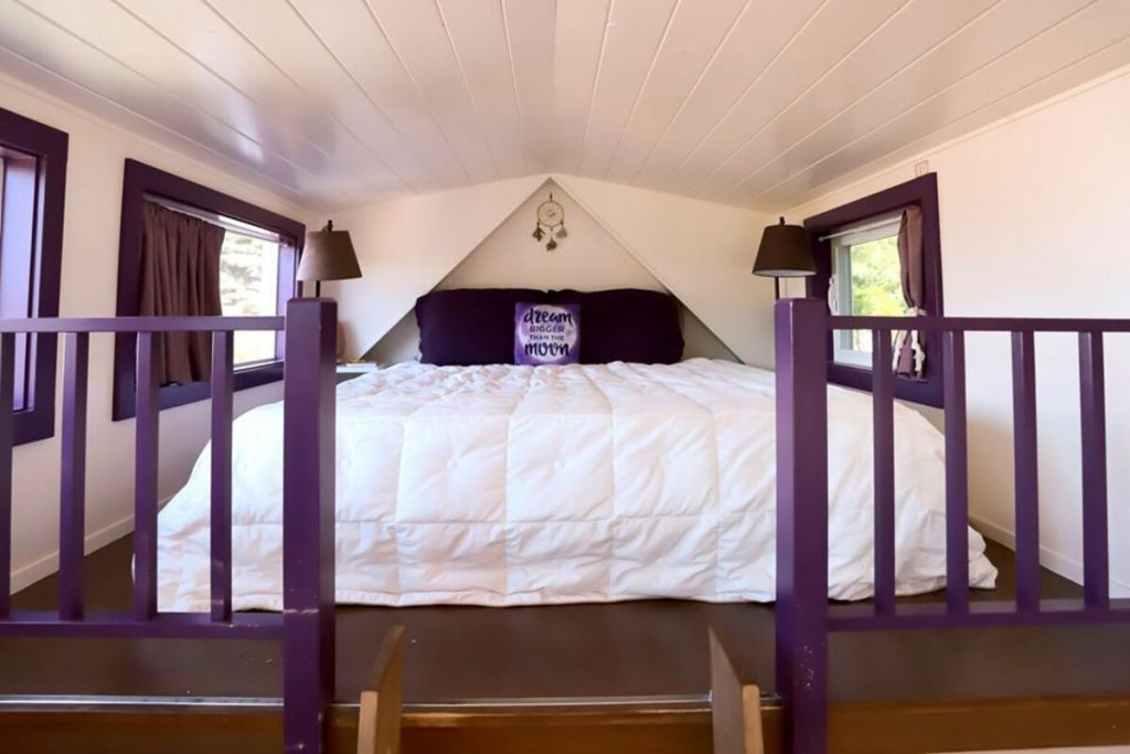 Sleeping loft with large bed