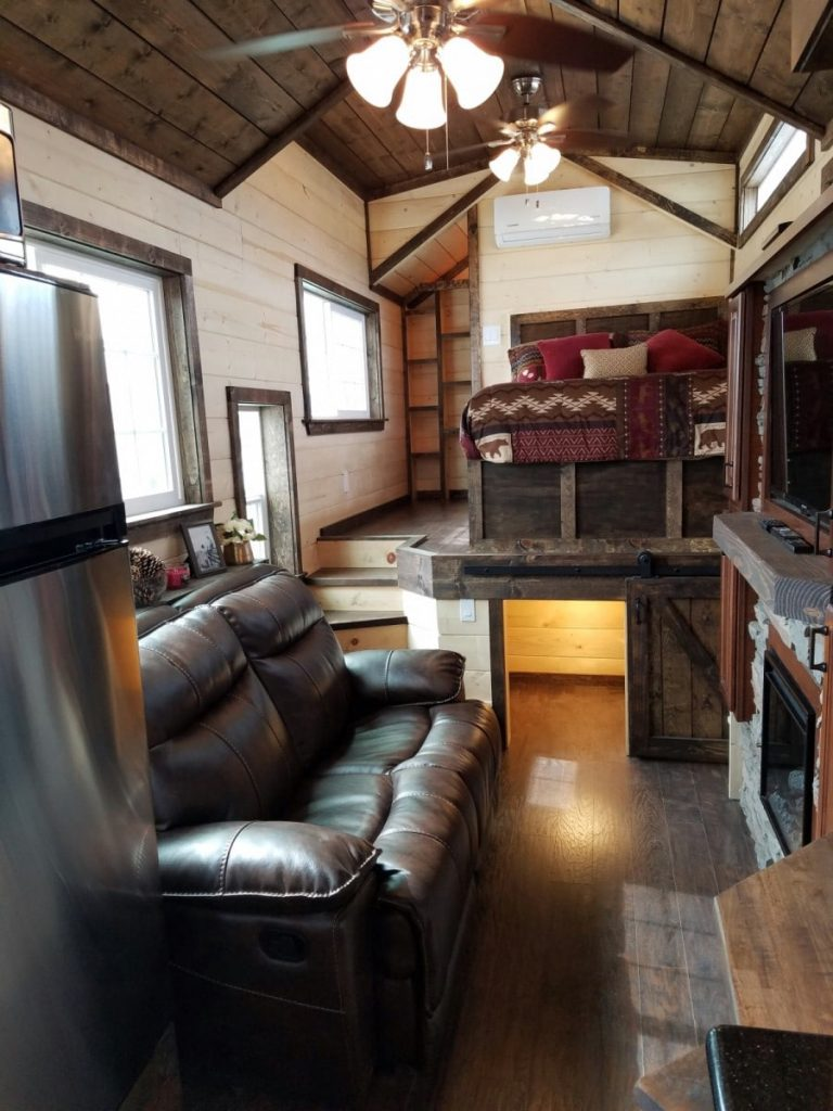 Rolling cabin living area