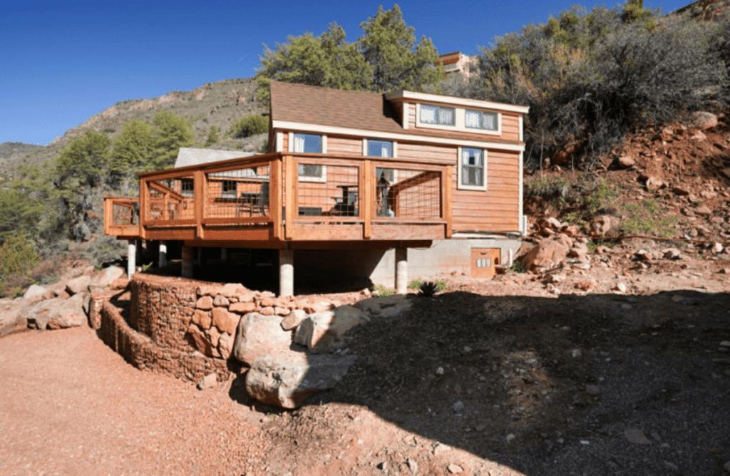 The flow tiny house retreat on mountain
