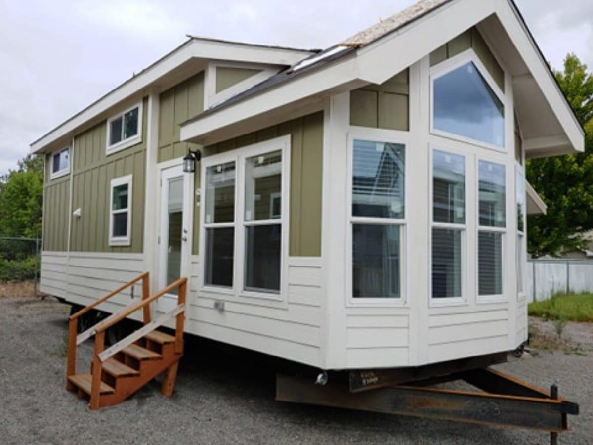 The New Athens 527 is a Luxurious Modern Tiny House