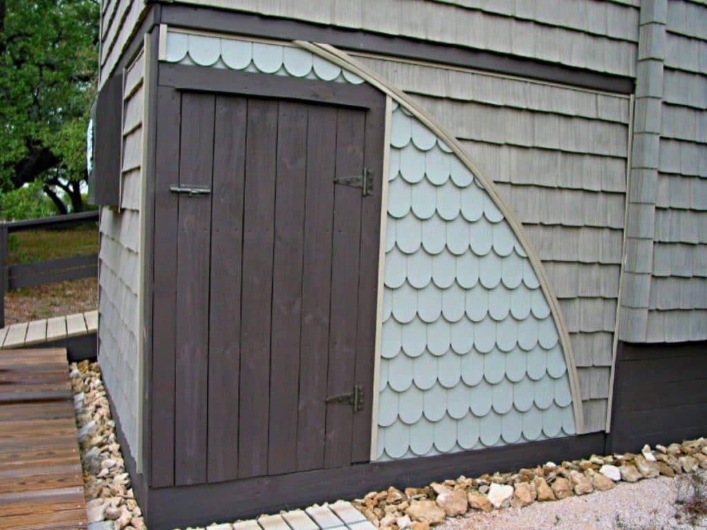 Storage corner under tiny house