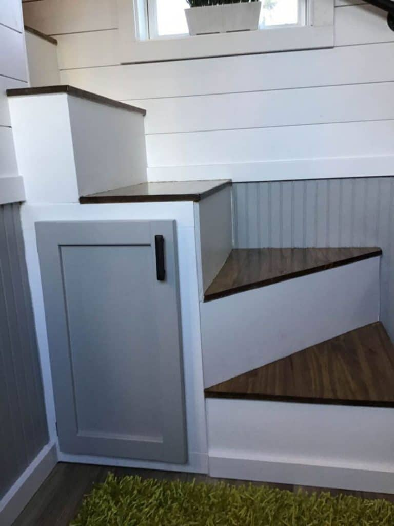 Stairs with cabinet