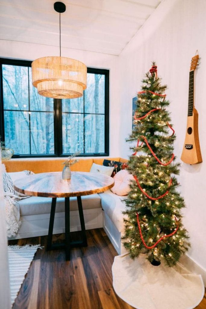 Dining room with christmas tree