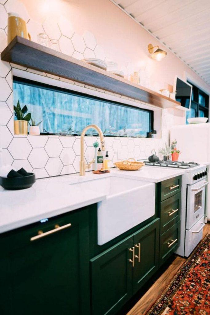 Farmhouse sink with honeycomb backsplash