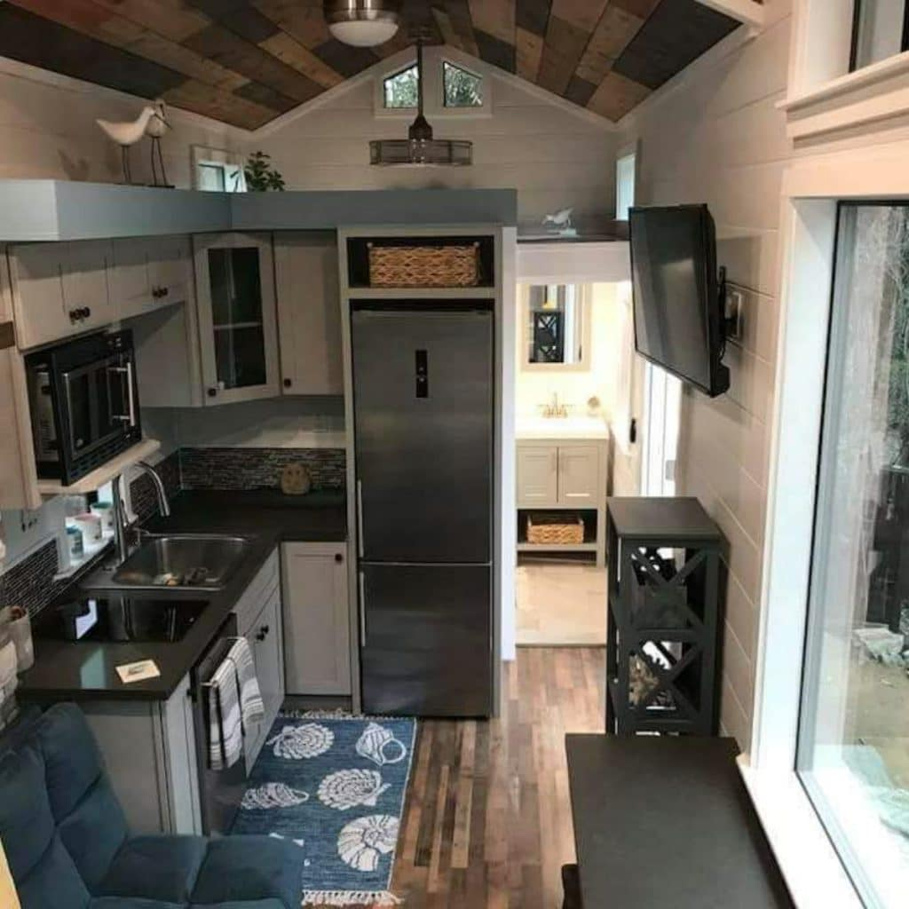 Full kitchen in tiny house