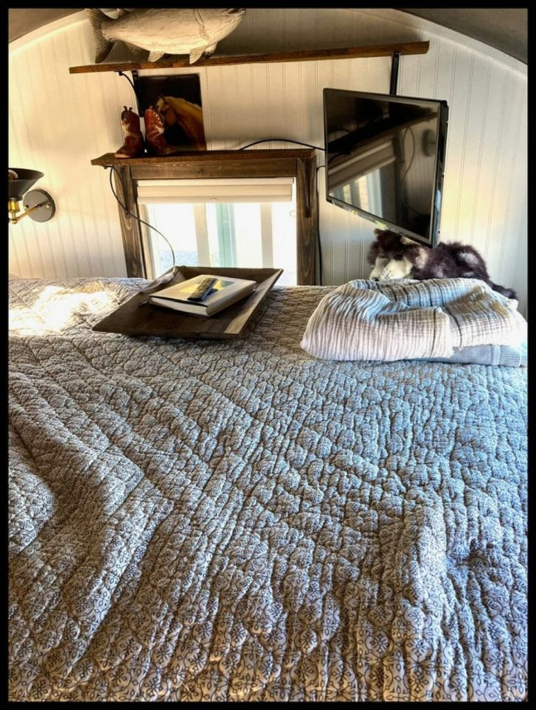 Big bed in tiny house loft