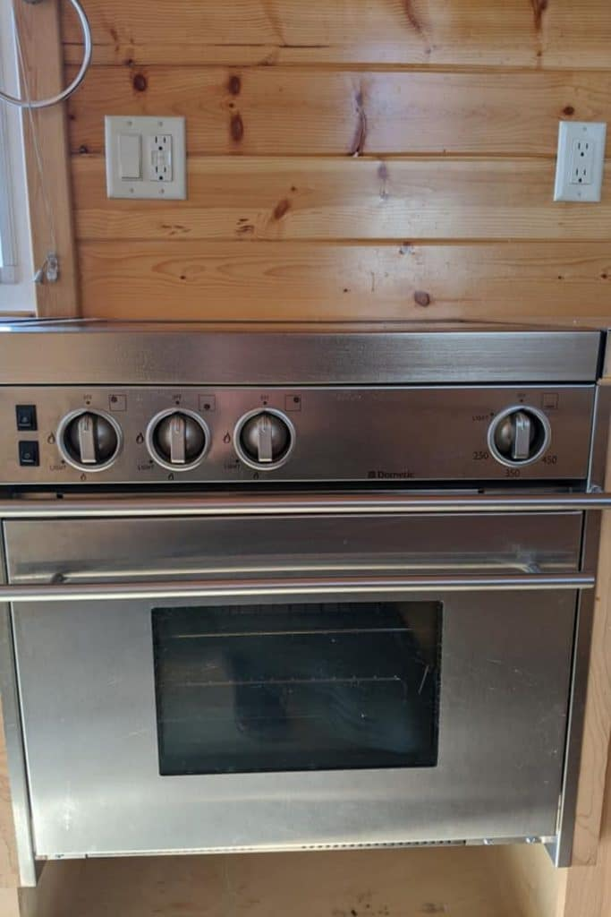 Oven in wall