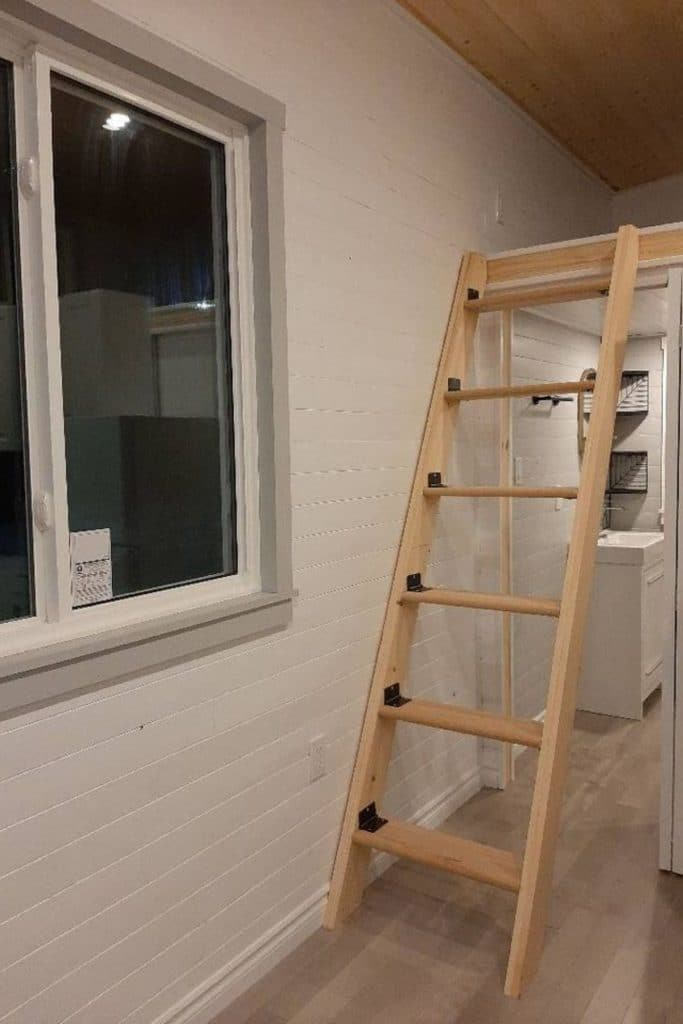 Collapsible ladder to loft