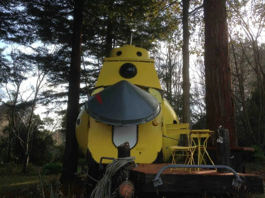 Back of yellow submarine with cone wning