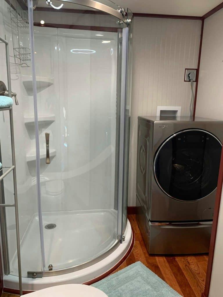 Corner shower with round glass door