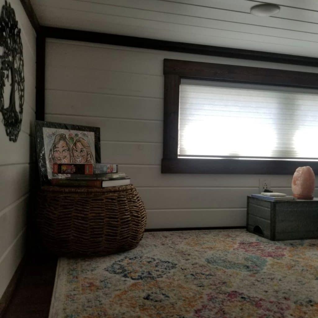 Lof with decor and long narrow window