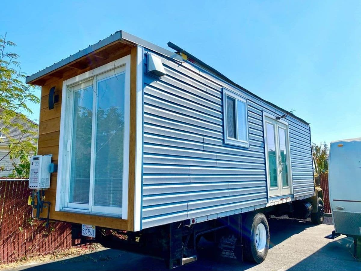 outside of cargo truck with french doors on end and side